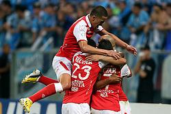 Omar Sebastián Pérez, do Santa Fé, da Colômbia, comemora seu gol contra o Grêmio, em partida válida pela Copa Libertadores da América 2013. FOTO: Jefferson Bernardes/Preview.com