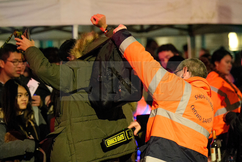 © Licensed to London News Pictures. 31/12/2016. London, UK. Security checks being carried out on members of the public in Westminster, London ahead of tonight's New Year celebrations. Security surrounding this year's event has been heightened following a terrorist attack at a Christmas market in Berlin earlier this month. Photo credit: Ben Cawthra/LNP