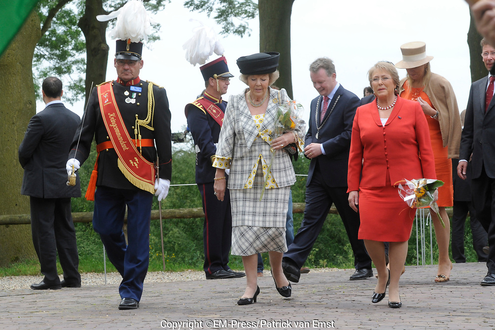 State Visit of the presidentof Chili , Michelle Bachelet to the Netherlands.<br /> <br /> On the photo Presedent of Chili, Michelle Bachelet, Queen Beatrix  arrive At the Castle of Doorwerth to have a lunch