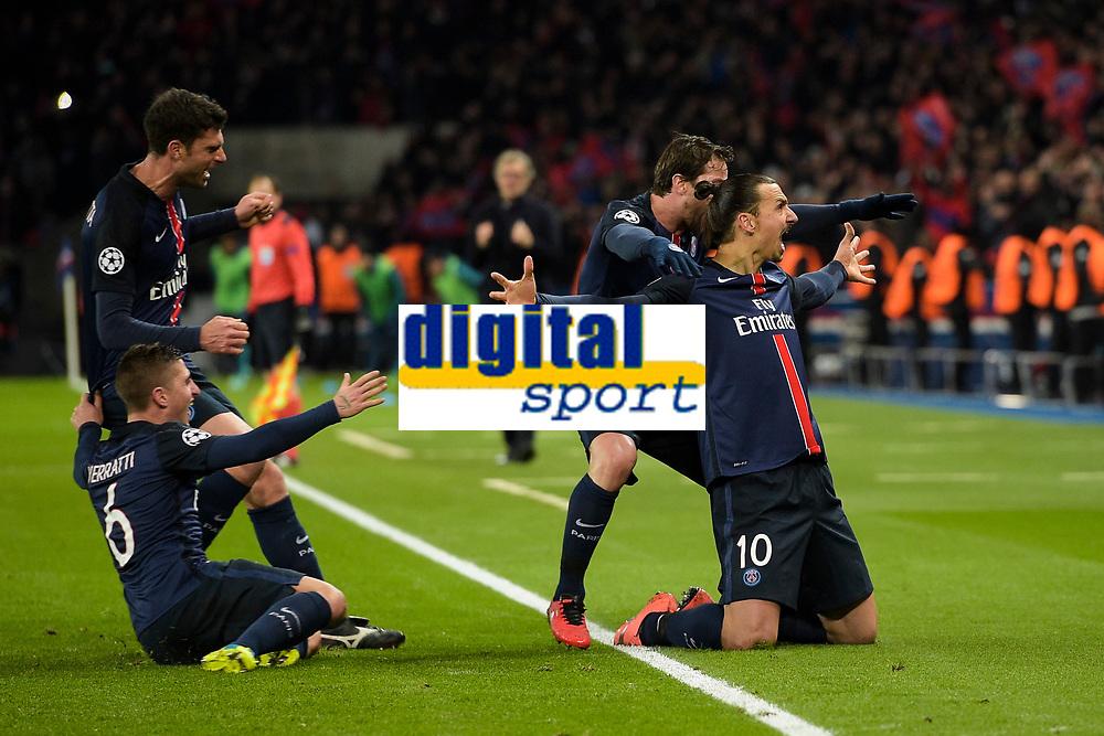 joie de Zlatan Ibrahimovic (PSG) apres son but sur coup franc<br /> joie des joueurs Parisiens