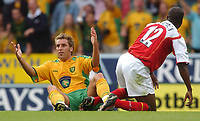 Fotball<br /> Foto: SBI/Digitalsport<br /> NORWAY ONLY<br /> <br /> Date: 28/08/2004<br /> <br /> Norwich City V Arsenal <br /> <br /> Norwich City's Darren Huckerby protests to the referee after being fouled by Arsenal's Lauren -  Lauren was booked