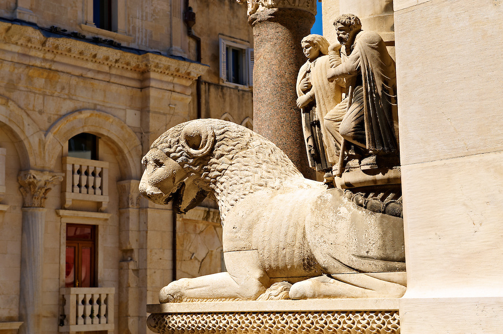Medieval sculptures of a lion on the Cathedral of St Doimus dedicated to the Virgin mary, originally built onto the octagonal 4th cent AD mausoleum of  Roman Emperor Diocletian. Diocletian's, palace, Split, Croatia. A UNESCO World Heritage Site .<br /> <br /> Visit our MEDIEVAL PHOTO COLLECTIONS for more   photos  to download or buy as prints https://funkystock.photoshelter.com/gallery-collection/Medieval-Middle-Ages-Historic-Places-Arcaeological-Sites-Pictures-Images-of/C0000B5ZA54_WD0s