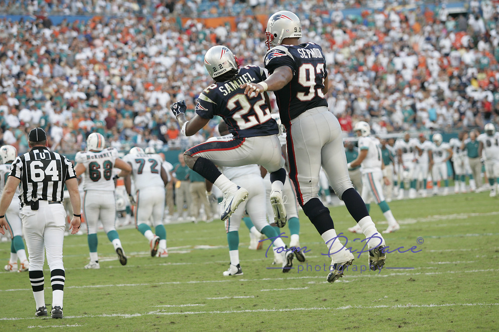 ©2005 Tom DiPace Photography<br /> All Rights Reserved<br /> 561.968.0600<br /> Richard Seymour<br /> New England Patriots<br /> Patriots@Dolphins<br /> 11.13.2005<br /> Credit: dehoog_TDP