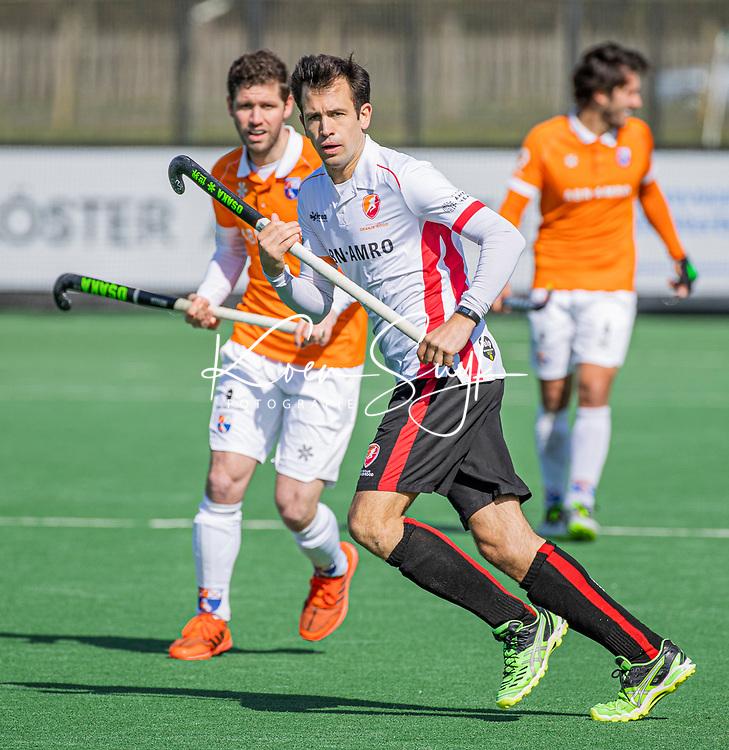 BLOEMENDAAL - Niek van der Schoot (Oranje Rood) tijdens de hoofdklasse hockeywedstrijd heren , Bloemendaal-Oranje Rood  (3-1).  COPYRIGHT  KOEN SUYK