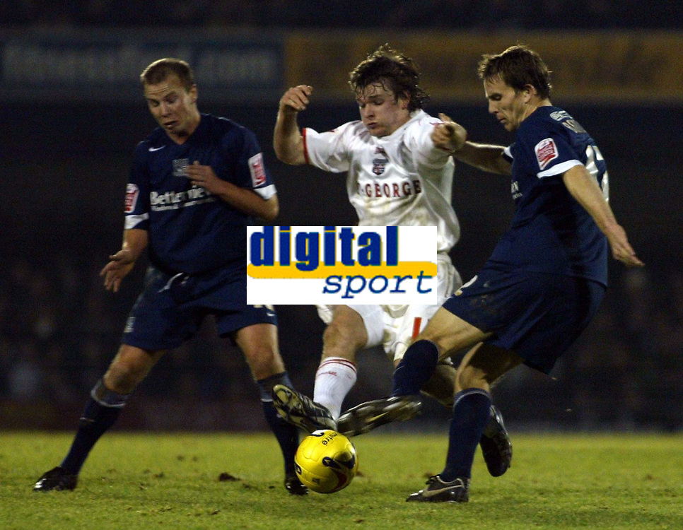 Photo: Chris Ratcliffe.<br />Southend United v Brentford. Coca Cola League 1. 14/01/2006.<br />Jay Tabb (C) of Brentford muscles past Mark Bentley (R) and Luke Guttridge of Southend.