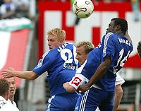 Fotball<br /> Bundesliga 2003/04<br /> Borussia Mönchengladbach v Schalke 04<br /> 8.mai 2004<br /> Foto: Digitalsport<br /> NORWAY ONLY<br /> <br /> Mike HANKE , Markus HAUSWEILER , Gerald ASAMOAH