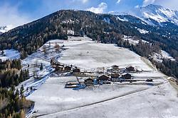 """THEMENBILD - Übersicht auf den Weiler Oberlesach. Sturmtief """"Ulla"""" sorgt für Neuschnee und kalte Temperaturen. Kals am Großglockner, Österreich am Donnerstag, 8. April 2021 // Arial Overview of Oberlesach. Storm low """"Ulla"""" provides fresh snow and cold temperatures. Thursday, April 8, 2021 in Kals, Austria. EXPA Pictures © 2021, PhotoCredit: EXPA/ Johann Groder"""