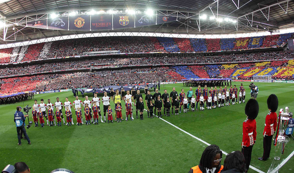 28-05-2011 VOETBAL: CHAMPIONS LEAGUE FINAL FC BARCELONA - MANCHESTER UNITED: LONDON<br /> Line up Manchester United and Barcelona<br /> ***NETHERLANDS ONLY***<br /> ©2011- FotoHoogendoorn.nl/EXPA/ InsideFoto/Paolo Nucci