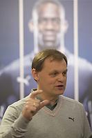 Foto: imago/Digitalsport<br /> NORWAY ONLY<br /> <br /> Bjørn GULDEN, Vorstandsvorsitzender PUMA SE, vor Portraet von Werbepartner Mario Balotelli (ITA / AC Mailand). PUMA SE, Bilanzpressekonferenz 2014, am 20.02.2014 in Herzogenaurach/ P U M A B R A N D C E N T E R/ Deutschland.