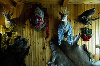 Puszcza Bialowieska, 02.2020. N/z trofea puszczanskich zwierzat na scianie w kwaterze agroturystycznej przystrojone swiatecznymi elementami fot Michal Kosc / AGENCJA WSCHOD