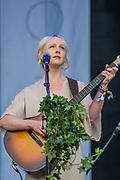 Laura Marling plays the Pyramid Stage to happy fans - The 2017 Glastonbury Festival, Worthy Farm. Glastonbury, 25 June 2017