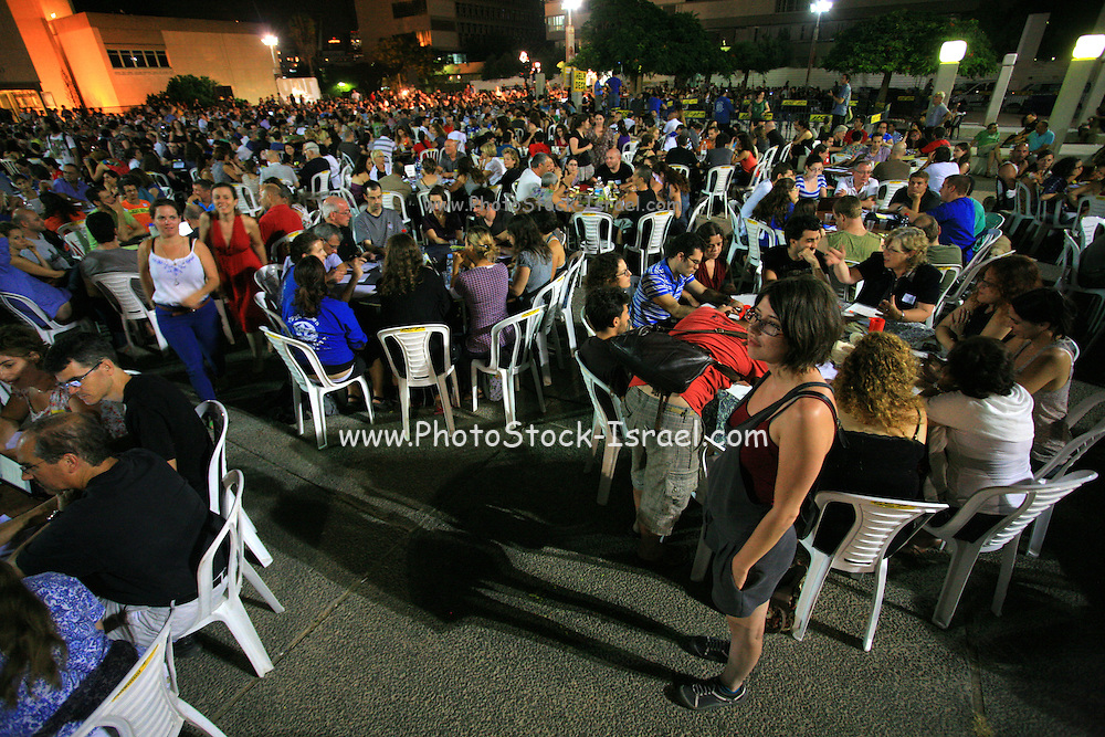 """Israel, Tel Aviv, Thousands of Israelis participate the """"1000 tables"""" event in Tel Aviv. On Sep 10, 2011.  Social and political discussions took place at this democracy display in different cities as a part of the continuing protest for social justice."""