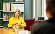 DEN HAAG, 2-6-2020. Koningin Maxima tijdens een bezoek aan het Kunstmuseum in Den Haag, dat is heropend na een sluiting van elf weken vanwege de coronapandemie. Culturele instellingen mogen per 1 juni onder voorwaarden weer open.  <br /> <br /> Queen Maxima during a visit to the Hague Art Museum, which has reopened after an eleven week closure due to the corona pandemic. Cultural institutions may reopen on 1 June under certain conditions.