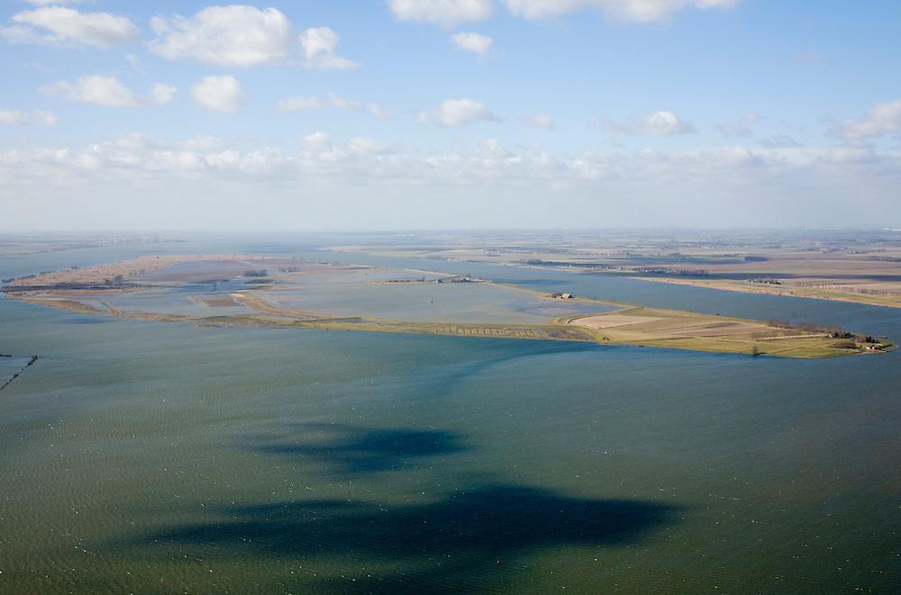 """Nederland, Zuid-Holland, Tiengemeten, 04-03-2008; eilandje in het Haringvliet, oorspronkelijk eigendom - binnen de dijken - van AMEV (Fortis Investments) en Natuurmonumenten (buitendijkse slikken); het eiland werd gebruikt voor de akkerbouw maar is inmiddels 'teruggegeven aan de natuur' (dijken deels doorgestoken) , de laatste boer in 2006 vertrokken; huidig gebruik onder andere zorgboerderij en kan er gekampeerd worden; nieuwe natuur, onderdeel van de Ecologische Hoofdstructuur; natuurontwikkelingsgebied, natuurontwikkeling natuurontwikkeling, schorren; the island Tiengemeten in the Haringvliet, originally owned - within the dikes - by AMEV (Fortis Investments), and Natuurmonumenten (Society for conservation of nature); island was used for agriculture but has now """"been given back to nature"""", large parts have been flooded; the last farmer left in 2006; current use, among other, care farms and camping; part of the National Ecological Network;     .luchtfoto (toeslag); aerial photo (additional fee required); .foto Siebe Swart / photo Siebe Swart"""