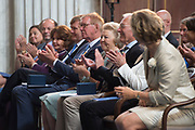 Uitreiking van de Zilveren Anjers van het Prins Bernhard Cultuurfonds in het Koninklijk Paleis Amsterdam. De Zilveren Anjer wordt sinds 1950 jaarlijks toegekend aan personen die zich vrijwillig en onbetaald hebben ingezet voor de cultuur of de natuur in het Koninkrijk der Nederlanden.<br /> <br /> Presentation of the Silver Carnations of the Prince Bernhard Culture at the Royal Palace in Amsterdam. The Silver Carnation is awarded annually since 1950 to individuals who have made voluntary and unpaid for the culture and nature in the Kingdom of the Netherlands.<br /> <br /> Op de foto / On the photo:  Prinses Beatrix en Koning Willem-Alexander tijdens de uitreiking van de Zilveren Anjers  /// Princess Beatrix, King Willem-Alexander during the presentation of the Silver Carnations