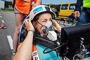 Lieke de Cock stapt in de Velox. Op een weg in Delft worden de eerste meters afgelegd met de nieuwe recordfiets, de VeloX 8. In september wil het Human Power Team Delft en Amsterdam, dat bestaat uit studenten van de TU Delft en de VU Amsterdam, tijdens de World Human Powered Speed Challenge in Nevada een poging doen het wereldrecord snelfietsen voor vrouwen te verbreken met de VeloX 8, een gestroomlijnde ligfiets. Het record is met 121,81 km/h sinds 2010 in handen van de Francaise Barbara Buatois. De Canadees Todd Reichert is de snelste man met 144,17 km/h sinds 2016.<br /> <br /> At a road in Delft the team tests the VeloX 8 for the first time. With the VeloX 8, a special recumbent bike, the Human Power Team Delft and Amsterdam, consisting of students of the TU Delft and the VU Amsterdam, also wants to set a new woman's world record cycling in September at the World Human Powered Speed Challenge in Nevada. The current speed record is 121,81 km/h, set in 2010 by Barbara Buatois. The fastest man is Todd Reichert with 144,17 km/h.
