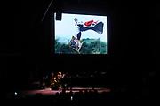Chris Martin tijdens uitreiking van de Prins Bernhard Cultuurfonds Prijs 2011 aan Anton Corbijn.<br /> <br /> Chris Martin during presentation of the Prince Bernhard Culture Prize 2011 to Anton Corbijn