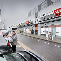 Nederland, Amsterdam , 11 januari 2011..Het troostelooze Woonexpress op het woonboulevardje in Westpoort.Foto:Jean-Pierre Jans