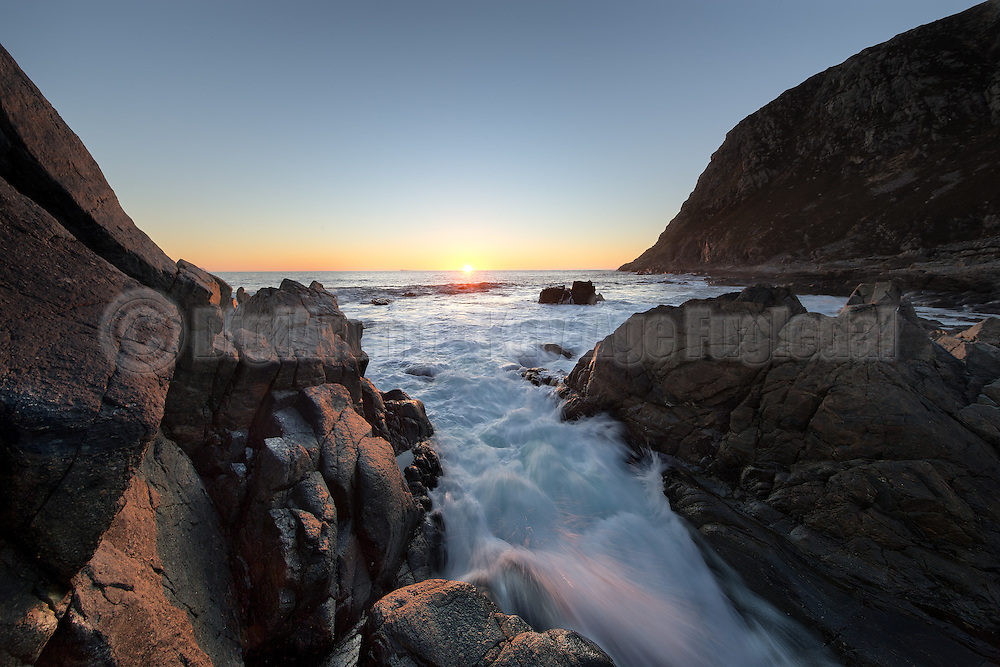 Sunset by the sea on the west coast of Norway | Solnedgang i Mulevika.