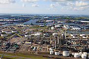 Nederland, Zuid-Holland, Gemeente Rotterdam, 15-07-2012; Botlek, aardolieraffinaderij en aromatenfabriek van ExxonMobil (Esso).Petroleum refinery and aromatics plant ExxonMobil (Esso).  luchtfoto (toeslag), aerial photo (additional fee required).foto/photo Siebe Swart