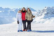Fotosessie met de koninklijke familie in Lech /// Photoshoot with the Dutch royal family in Lech .<br /> <br /> Op de foto/ On the photo:  Prinses Amalia, Prinses Alexia en Prinses Ariane ///// Princess Amalia, Princess Alexia and Princess Ariane