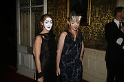 Poppy and Daisy de Villeneuve, The Moet and Chandon Fashion Tribute 2006 Honouring British Photographer Nick Knight. Strawberry Hill House. Twickenham. 24 October 2006. -DO NOT ARCHIVE-© Copyright Photograph by Dafydd Jones 66 Stockwell Park Rd. London SW9 0DA Tel 020 7733 0108 www.dafjones.com