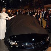 Presentatie nieuwe BMW modellen, mannequin onthullen nieuwe 6 serie