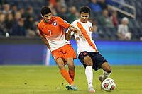 BILDET INNGÅR IKEK I FASTAVTALER. ALL NEDLASTING BLIR FAKTURERT.<br /> <br /> Fotball<br /> Foto: imago/Digitalsport<br /> NORWAY ONLY<br /> <br /> 11 December 2015: Clemson s Iman Mafi (NOR) (7) and Syracuse s Noah Rhynhart (12). The Clemson University Tigers played the Syracuse University Orange at Sporting Park in Kansas City, Kansas in a 2015 NCAA College League USA Division I Men s College Cup Semifinal match. The game ended in a 0-0 tie after overtime; Clemson advanced to the Final by winning the penalty kick shootout 4-1. (Photograph by Andy Mead/YCJ/Icon Sportswire) NCAA SOCCER: DEC 11 Men s College Cup - Clemson v Syracuse