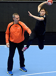 19-12-2015 DEN: World Championships Handball 2015 Training Oranje, Herning<br /> Na een rustige training werd er een persmoment gehouden / Ass. coach Peter Portengen, Martine Smeets