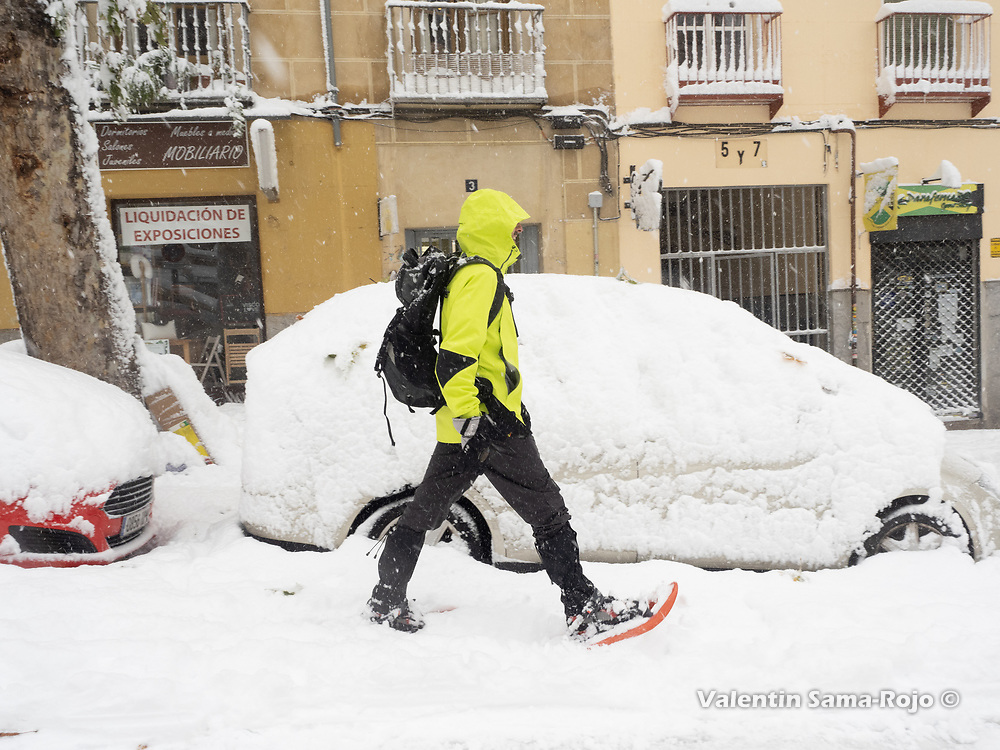 Madrid, Spain. 9 th January, 2021. A man walking on the snow using snowshoe. Storm Filomena hits Madrid (Spain), a weather alert was issued for cold temperatures and heavy snow storms across Spain; according to the weather agency Aemet is expected to be one of the snowiest days in recent years. © Valentin Sama-Rojo.