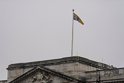 © Licensed to London News Pictures. 04/05/2017. London, UK. The Royal flag at full mast on Buckingham Palace, the home of Queen Elizabeth II, where an emergency meeting of staff has reportedly been called. An announcement by the Palace is is expected this morning.  Photo credit: Ben Cawthra/LNP