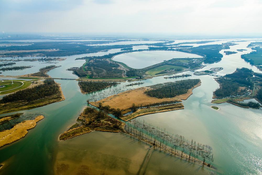 Nederland, Noord-Brabant, Werkendam, 01-04-2016; <br /> Ruimte voor de Rivier project Ontpoldering Noordwaard, foto richting Biesbosch.<br /> De polder is ontpolderd en wordt gebruikt als overloopgebied waardoor rivier de Nieuwe Merwede bij hoogwater sneller naar zee stromen. Gevolg van de ingrepen is dat de waterstand verder stroomopwaarts zal dalen. Ook de getijden keren terug in het gebied.<br /> National Project Ruimte voor de Rivier (Room for the River) By lowering and moving the dike of the Noordwaard polder the area will become subject to controlled inundation and function as a dedicated water detention district. Houses and farmhouses will be constructed on new dwelling mounds.<br /> <br /> luchtfoto (toeslag op standard tarieven);<br /> aerial photo (additional fee required);<br /> copyright foto/photo Siebe Swart