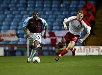 Fotball, 29. november 2003, Premier League, Aston Villa - Southampton 1-0,  Ulises De La Cruz, Aston Villa og Michael Svensson, Southamton