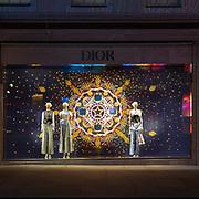 Con l'avvicinarsi del Natale il centro di Londra si accende con numerose luci colorate e i marchi le case di moda più importanti sfoggiano le loro migliori vetrine decorate da mille colori. Nei giorni scorsi abbiamo visto i palazzi e le vetrine di @Cartier e Fortnum & Mason @fortnums, oggi proseguiamo con la vetrina di @Dior in @BondStreet la via più famosa del quartiere della moda Mayfair. Nei prossimi giorni vedremo le vetrine di altri famosi marchi presenti nel centro di Londra.<br /> <br /> Christmas coming soon, and Central London has switched on its coloured lights and the most famous brands showing their stunning windows, decorated with thousand shades of colours. In recent days we saw @Cartier and Fortum & Mason's windows and buildings, today we carry on with @Dior in @BondStreet the most famous street of the fashion district Mayfair; next days we'll see the windows of other famous Central London brands.