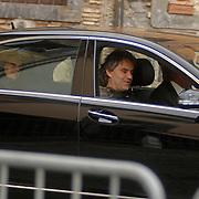 ITA/Bracchiano/20061118 - Huwelijk Tom Cruise en Katie Holmes, Andrea Bocelli en partner arriveert bij het kasteel