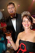 MIS(S) VERKIEZING 2007 vanuit Studio Baarn. De verkiezing van de  mooiste, slimste, charmantste en meest betrokken gehandicapte jonge vrouw van Nederland.<br /> <br /> Op de foto:<br /> <br />  Winnares en MISS 2007 Reni de Boer met Jan Peter Balkenende