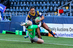 Jade Shekells of Worcester Warriors Women is tackled just short of the try line by Heather Cowell of Harlequins Women  - Mandatory by-line: Nick Browning/JMP - 20/12/2020 - RUGBY - Sixways Stadium - Worcester, England - Worcester Warriors Women v Harlequins Women - Allianz Premier 15s