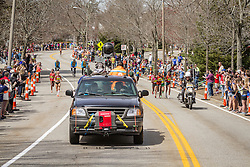 2014 Boston Marathon: split pack of elite women leading race near mile 19 in the Newton Hills, Shalane Flanagan