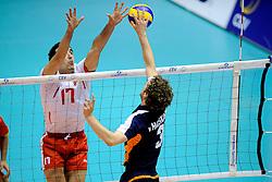 29-05-2010 VOLLEYBAL: EK KWALIFICATIE MACEDONIE - NEDERLAND: ROTTERDAM<br /> Nederland wint met 3-0 van Macedonie en plaatst zich voor de volgende ronde / Yannick van Harskamp en Atanas Milev<br /> ©2010-WWW.FOTOHOOGENDOORN.NL