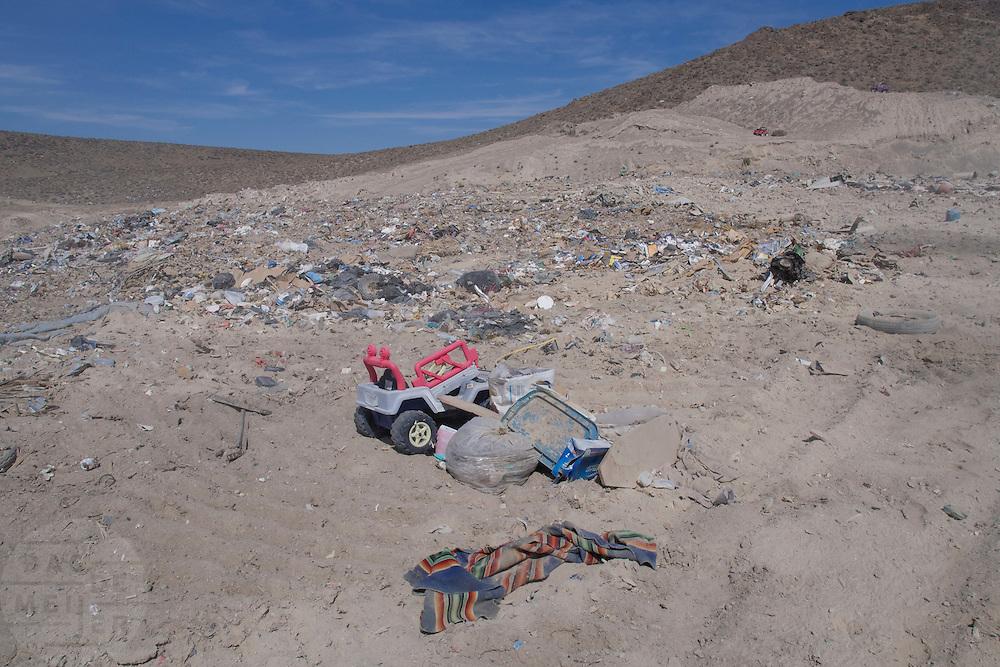 De vuilstortplaats bij Battle Mountain in Nevada.<br /> <br /> The land fill near Battle Mountain, Nevada.