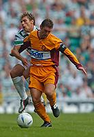 Photo. Jed Wee.Digitalsport<br /> Glasgow Celtic v Motherwell, Scottish Premier League, 08/08/2004.<br /> Motherwell's Scott Leitch (R) shunts Celtic's Stilian Petrov off the ball.