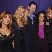 Uitreiking populariteitsprijs 2002, Dutch Diva's, Sandra Reemer, Marga Bult, Carel Kraayenhof en vrouw Thirza Lourens en Maggie McNeal (Sjoukje Smit)