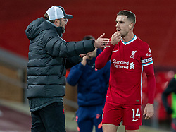 LIVERPOOL, ENGLAND - Wednesday, December 16, 2020: Liverpool's manager Jürgen Klopp speaks with captain Jordan Henderson during the FA Premier League match between Liverpool FC and Tottenham Hotspur FC at Anfield. Liverpool won 2-1. (Pic by David Rawcliffe/Propaganda)