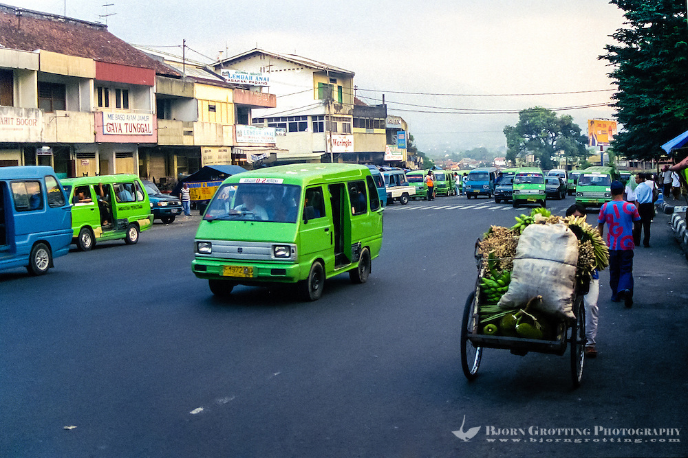 Indonesia, Java, Bogor. City life in Bogor, the Gunung Salak mountain can be seen in the background.