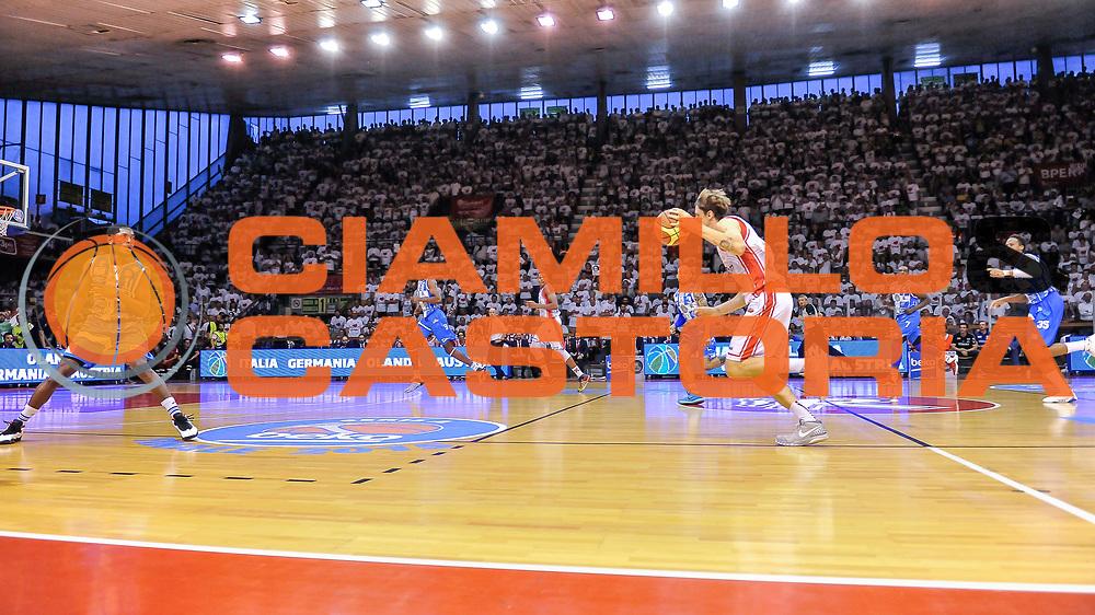 DESCRIZIONE : Campionato 2014/15 Serie A Beko Grissin Bon Reggio Emilia - Dinamo Banco di Sardegna Sassari Finale Playoff Gara7 Scudetto<br /> GIOCATORE : Achille Polonara<br /> CATEGORIA : Contropiede Panoramica Pubblico Tifosi<br /> SQUADRA : Grissin Bon Reggio Emilia<br /> EVENTO : LegaBasket Serie A Beko 2014/2015<br /> GARA : Grissin Bon Reggio Emilia - Dinamo Banco di Sardegna Sassari Finale Playoff Gara7 Scudetto<br /> DATA : 26/06/2015<br /> SPORT : Pallacanestro <br /> AUTORE : Agenzia Ciamillo-Castoria/L.Canu