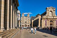 France, Côte-d'Or (21), Paysage culturel des climats de Bourgogne classés Patrimoine Mondial de l'UNESCO, Dijon, le Grand Theatre, l'église Saint-Michel et l'église Saint Etienne // France, Burgundy, Côte-d'Or, Dijon, Unesco world heritage site, Saint Michel church