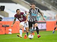 Football - 2021 / 2021 Premier League - Newcastle United vs Burnley - St Jame's Park<br /> <br /> Jeff Hendrick of Newcastle United vies with Josh Brownhill of Burnley FC<br /> <br /> <br /> COLORSPORT/BRUCE WHITE