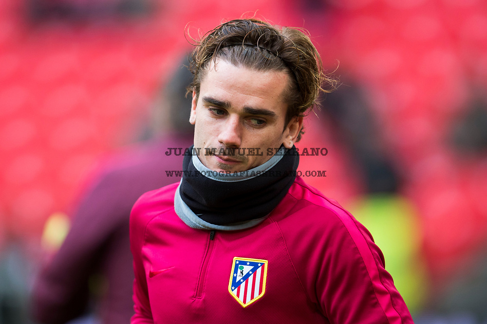 BILBAO, SPAIN - JANUARY 22:  Antoine Griezmann of Atletico Madrid looks on prior to the start the La Liga match between Athletic Club Bilbao and Atletico Madrid at San Mames Stadium on January 22, 2017 in Bilbao, Spain.  (Photo by Juan Manuel Serrano Arce/Getty Images)