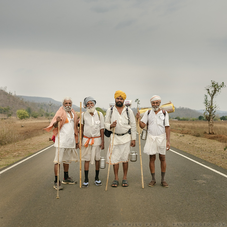 Four brothers—Barge, Kothar Kar, Talas Kar Sandip, and B.R. Khed Kar—are following the Narmada River on a pligrimage. They have been on the road for over 1,700 miles.<br /> Hindu pilgrims circumambulating the holy Naramda river.<br /> Madhya Pradesh Province.