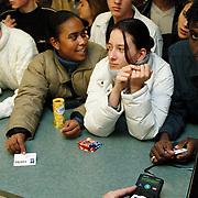Scholieren betalen met een chipknip op het Erfgooierscollege Huizen